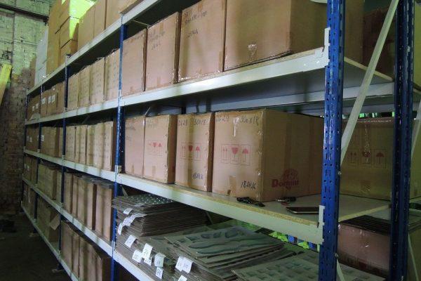 Стелажи на складе